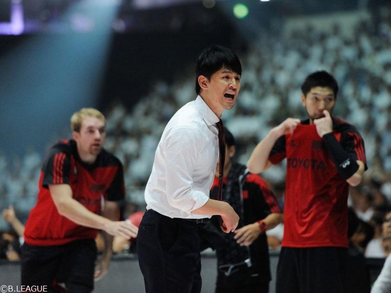 34歳でチームの指揮を執る伊藤拓摩HC [写真]=B.LEAGUE