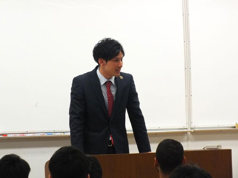 自身の学生時代などを語った横浜の細谷