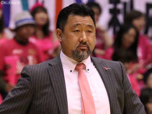 秋田の長谷川誠HCが双方合意で退任、ラべネルは契約満了に