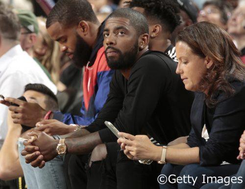 カイリー・アービング、WNBAで活躍する親友同士の対決を観戦