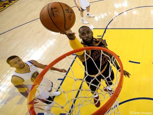 キャブスのレブロン、NBA史上初となるプレーオフ通算6000得点を達成
