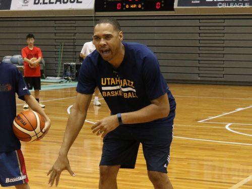 東京Zが現役NBAコーチを練習に招へい、斎藤卓HC「謙虚な姿勢に感服」