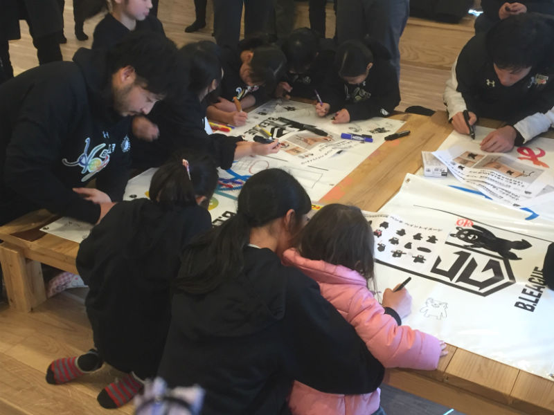 子どもたちが憧れのスター選手と交流、B.BLACKが益城町にて熊本復興支援活動を実施