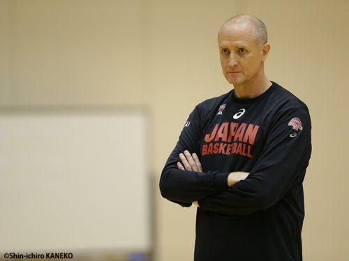 「日本はアナリティックなバスケットをしたい」3年目を迎えた女子日本代表のトム・ホーバスヘッドコーチ