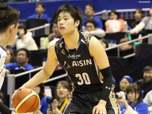 大学を中退してBリーグ入り、20歳の岡田侑大が新人賞獲得