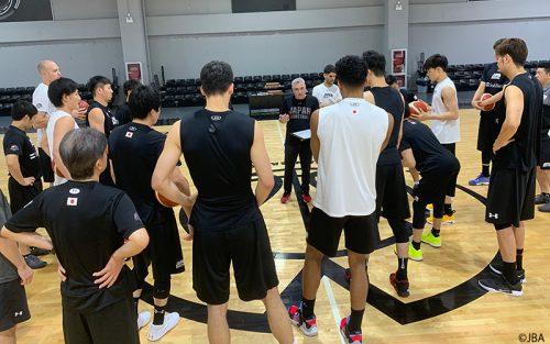 バスケW杯に臨む男子日本代表が現地で練習開始