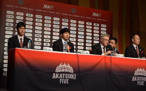 バスケ日本代表が帰国。「悔しさをバネに成長していくのかが大切」渡邊雄太