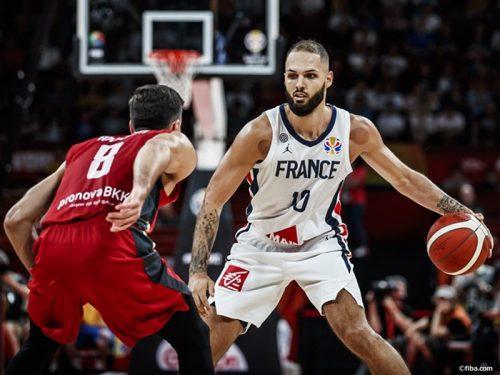 フランスがドイツに競り勝つ、フォーニエは26得点10リバウンドを記録
