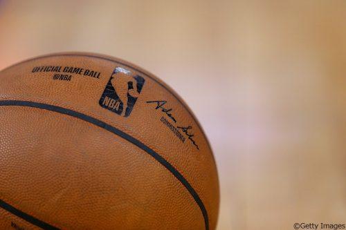 新型コロナウイルスに選手が感染したことにより、NBAが急きょシーズン中断を発表