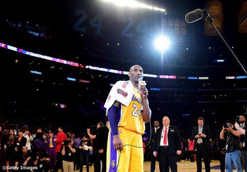 コービーが「マンバアウト」のスピーチで肩にかけていたタオルが350万円で落札