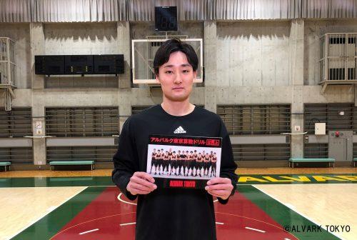 アルバルク東京が都内の小学校にオリジナル算数ドリルを配布…田中大貴「楽しく学んでくれるとうれしいです」