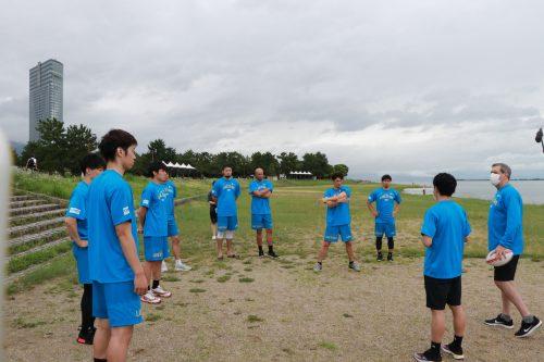 滋賀レイクスターズが今季初のチーム練習を実施、ショーン・デニスHC「初日の練習はとてもいい形でできた」