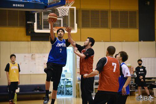 日本代表合宿参加中の竹内公輔…新システムについて「完成度を高めていけば、面白いバスケットができる」
