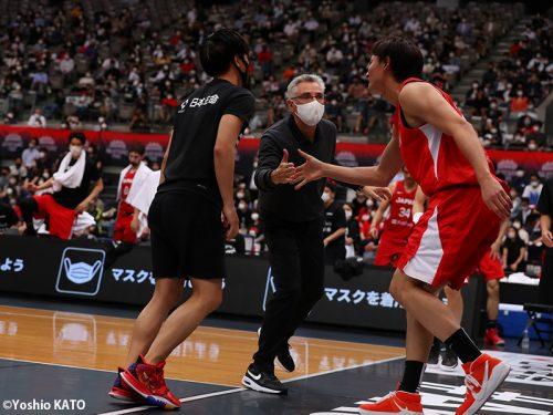 イランとの初戦に勝利した男子日本代表…ラマスHCは「特にディフェンスを評価」